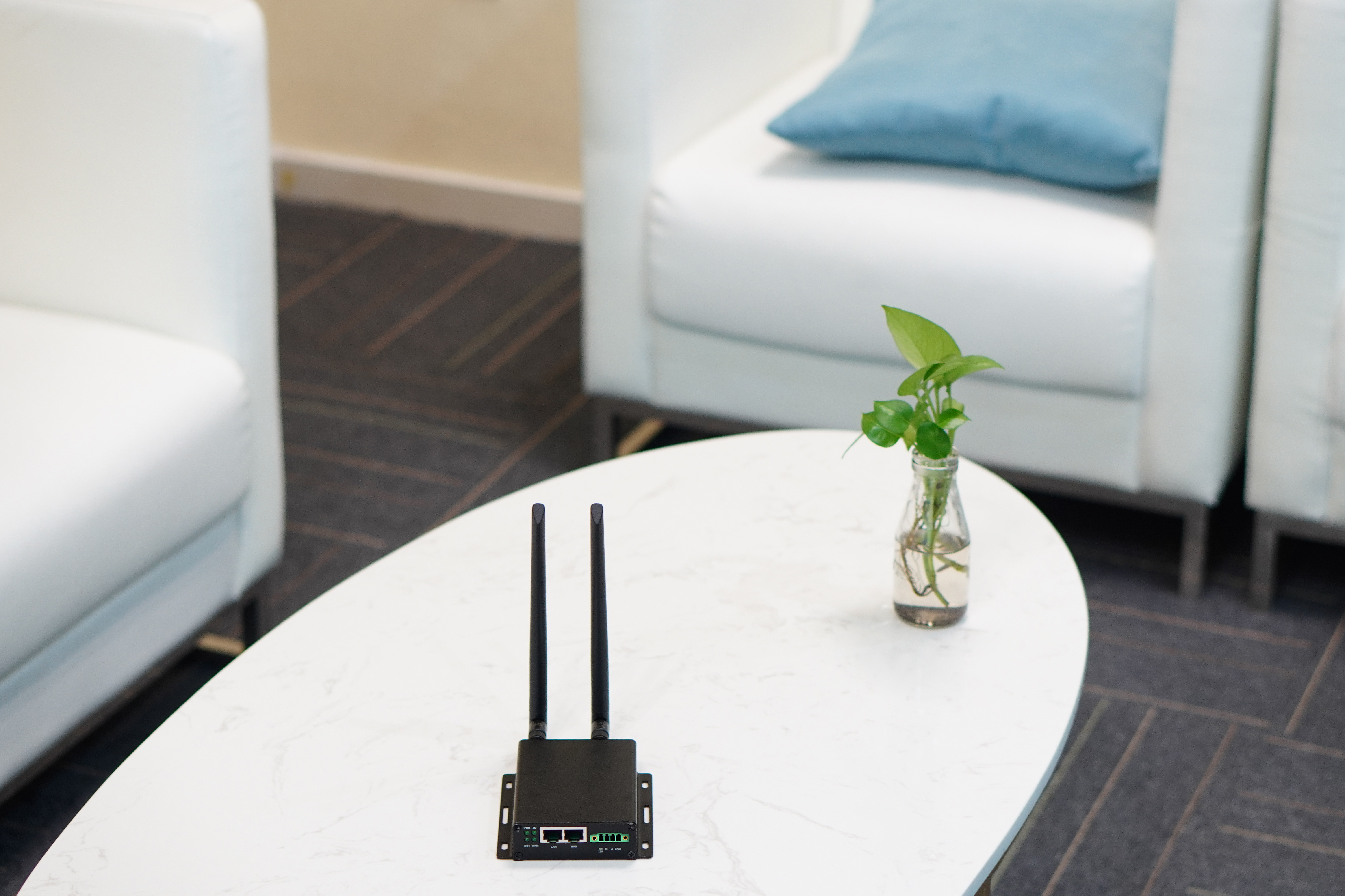 GL.iNet Collie, 4G LTE wireless gateway for small business